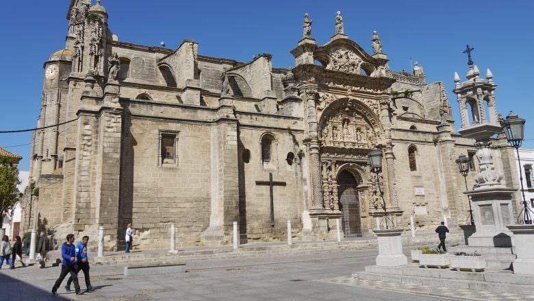 Iglesia Mayor Prioral mit der Puerta del Sol