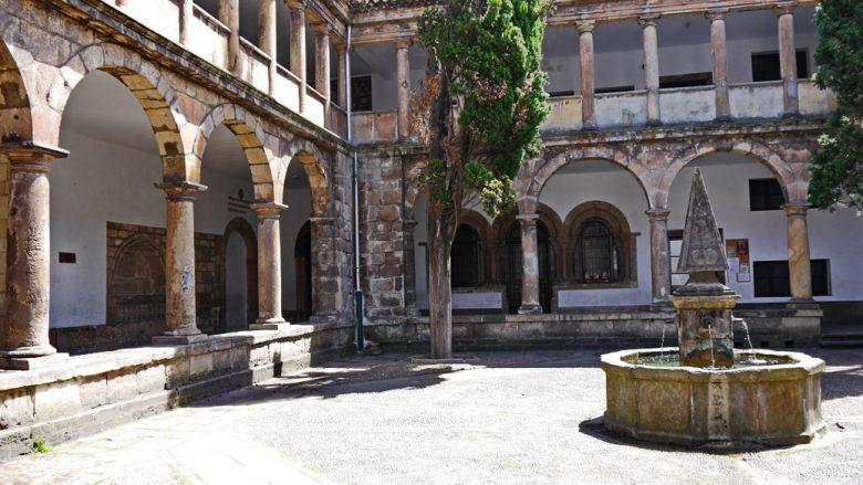 Kreuzgang der Kirche San Nicolas de Bari