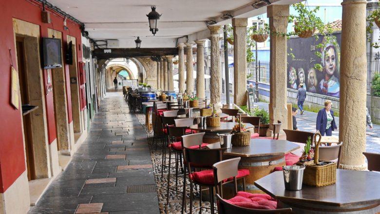 Die beliebte Gasse Calle Galiana in der Altstadt von Avilés