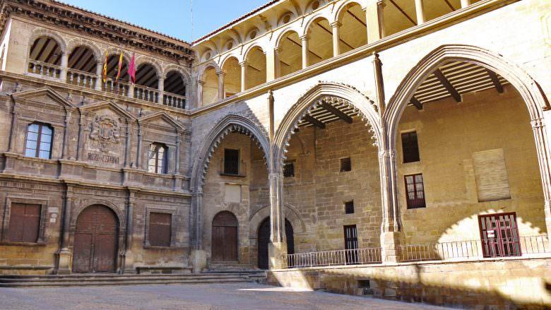 Das Rathaus und die Börse in Alcañiz