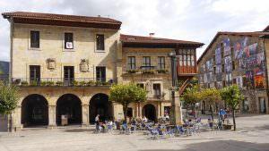Plaza Gernikako Arbola, der Hauptplatz in Elorrio