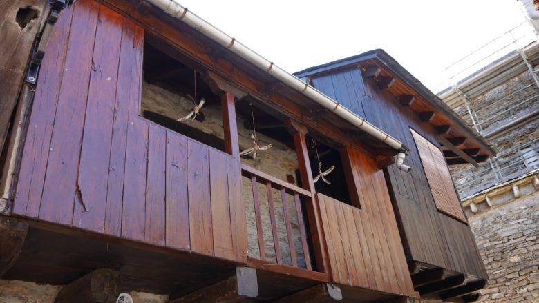 """Balkon mit """"Fliegenfängern"""""""