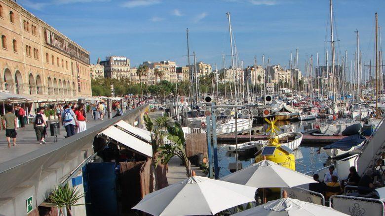 Blick auf den Hafen und den Palau de Mar