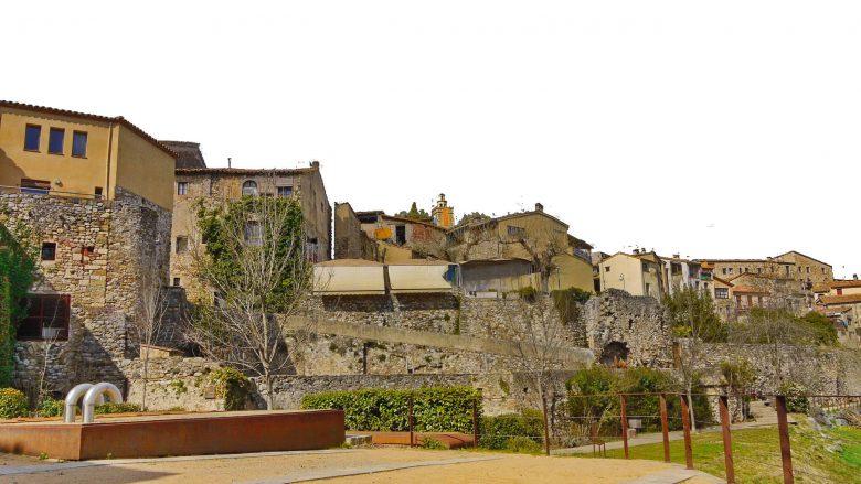 Reste der alten Stadtmauer von Besalú