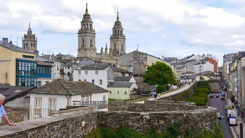 Kathedrale und Rundweg Ronda da Muralla in Lugo