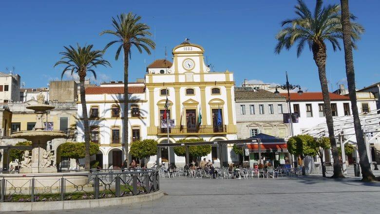 Plaza España und Rathaus von Mérida