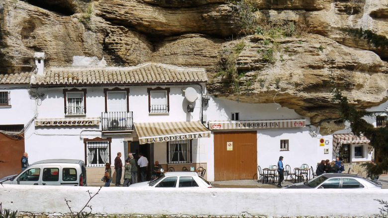 Felsenhäuser in Setenil de las Bodegas