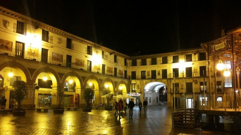 Plaza de los Fueros in Tudela am Abend