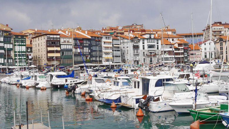 Blick auf den Hafen von Lekeitio (Baskenland)