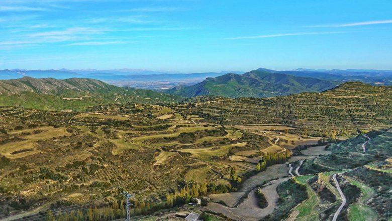Bergige Landschaften und Terrassen in der Zona Media bei Ujué