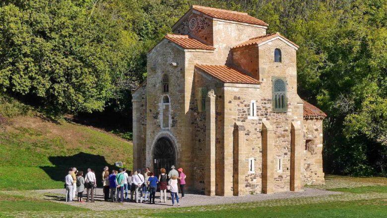 Die romanische Kirche San Miguel de Lillo bei Oviedo