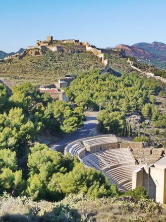 Das Teatro RomDas Teatro Romano und das Castillo de Sagunto