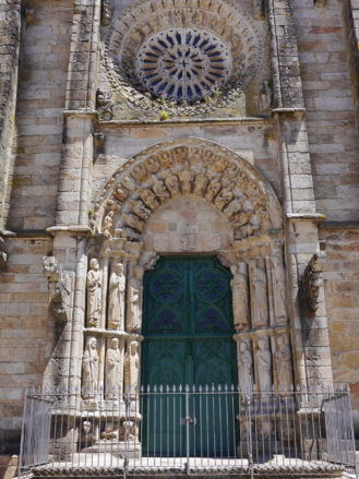 Das Portal der Kirche San Martín in Noia