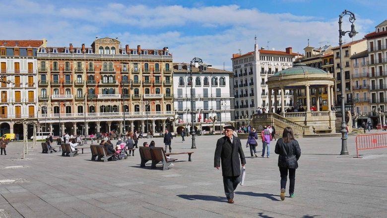 Die Plaza del Castillo mit dem Café Iruña, ein Lieblingsplatz von Ernest Hemingway in Pamplona