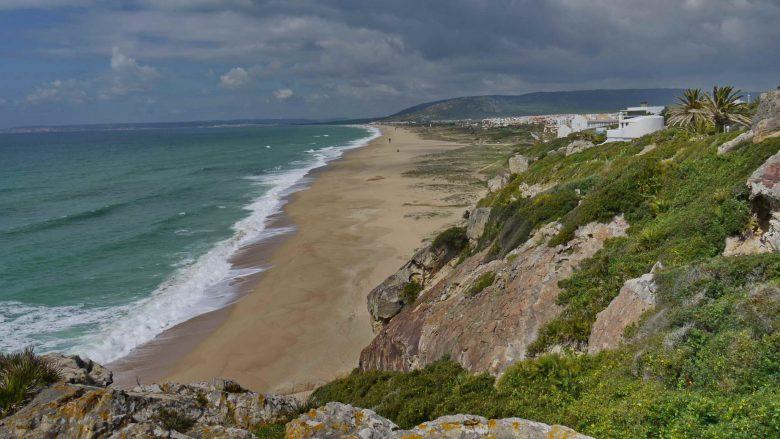 Blick vom Cabo de Plata auf den Strand von Atlanterrra (gehört zu Tarifa) südlich von Zahara de los Atunes