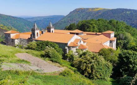 Blick auf das Kloster San Estevo de Ribas de Sil