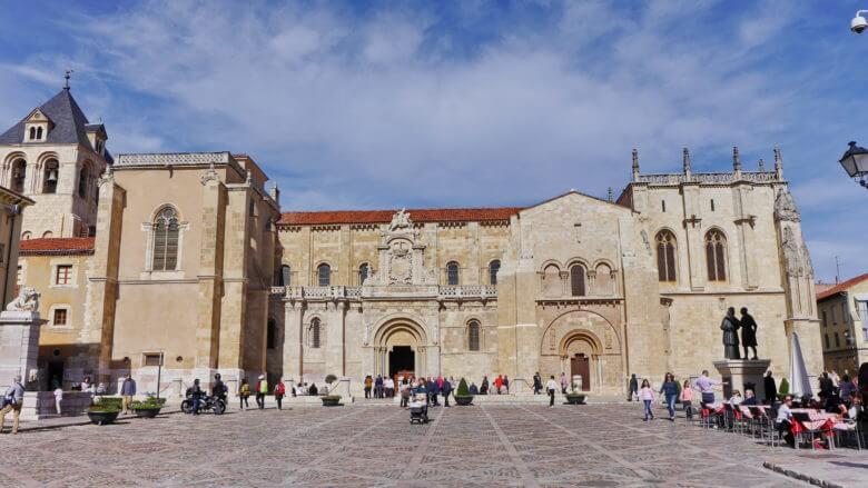Die romanische Kirche Real Basilica de San Isidoro in León