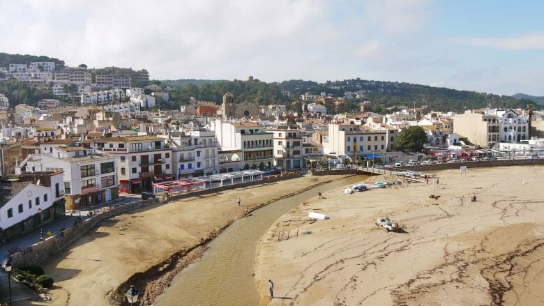 Der Strand Platja Gran vor Tossa de Mar