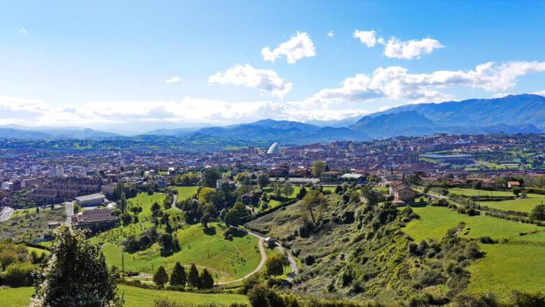 Blick vom Monte Naranco auf die Stadt Oviedo