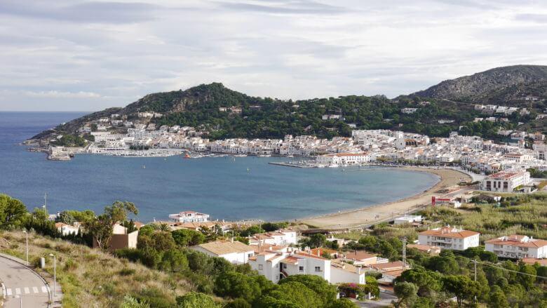 Blick von der Straße nach Sant Pere auf Port de la Selva