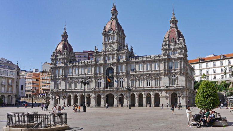 Praza María Pita mit dem Rathaus