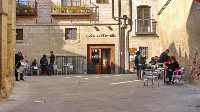 Kleine Bar in der Altstadt von Viana (Navarra)