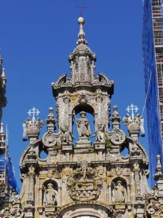 Der Heilige Santiago (Jakob) als Pilger auf der Kathedrale von Santiago de Compostela