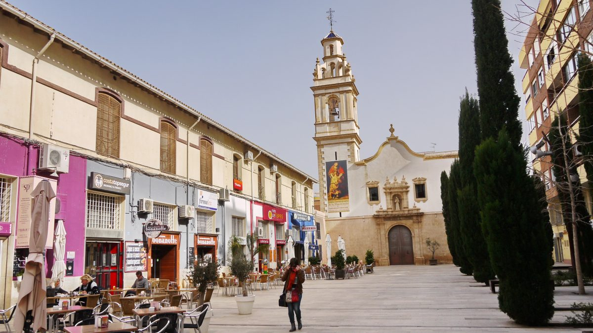 Plaça de Convento mit der Kirche des Sant Antoni de Padua in Dénia