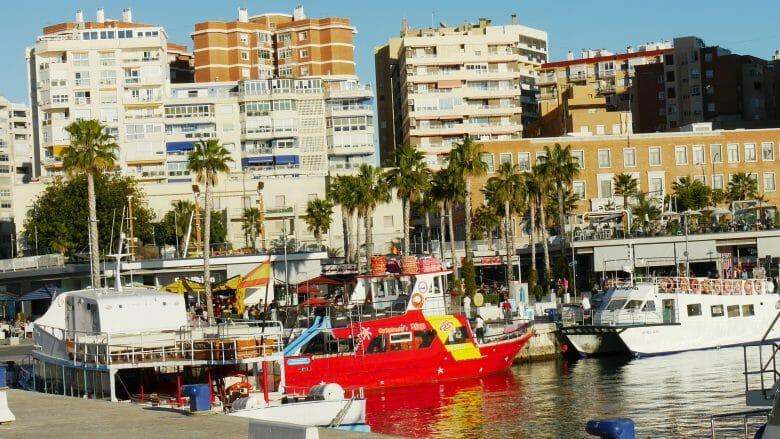 Ausflugsboote an der Muelle Uno von Málaga
