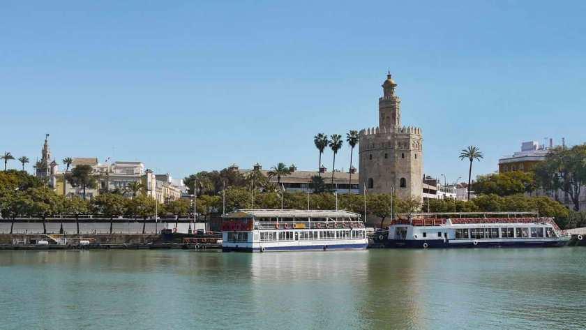 Blick auf den Torre del Oro vom Triana Ufer