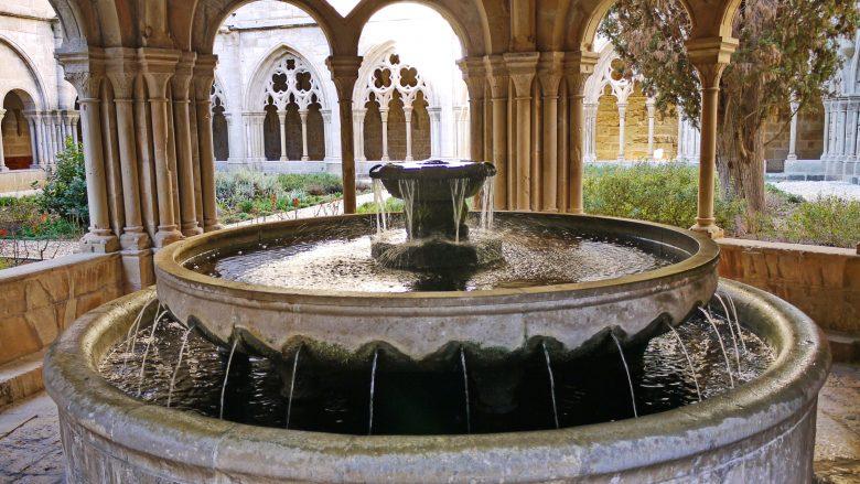 Brunnen im Kreuzgang von Poblet