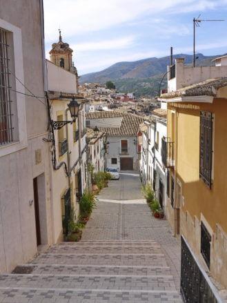 Gasse in die Altstadt von Caravaca