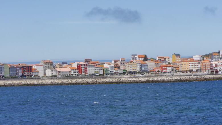 Blick von der Ría de Camariñas auf Muxía