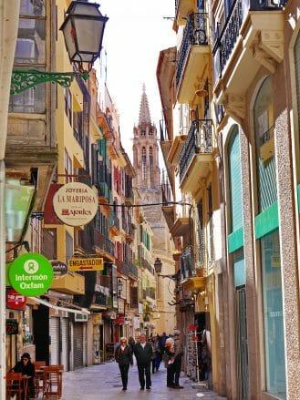 Gasse in der Altstadt von Palma de Mallorca