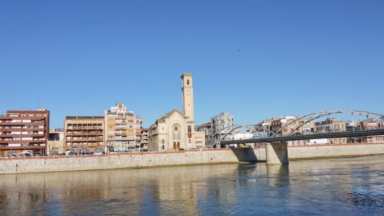 Der Stadtteil Ferreries von Tortosa am rechten Ebro Ufer