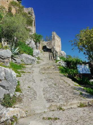 Aufstieg zum Castillo del Águila (Burg des Adlers)