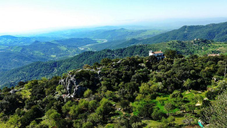 Blick von Gaucín in Richtung Küste auf die Berge und das Tal des Flusses Genal