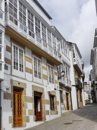 Gepflasterte Gasse in der Altstadt