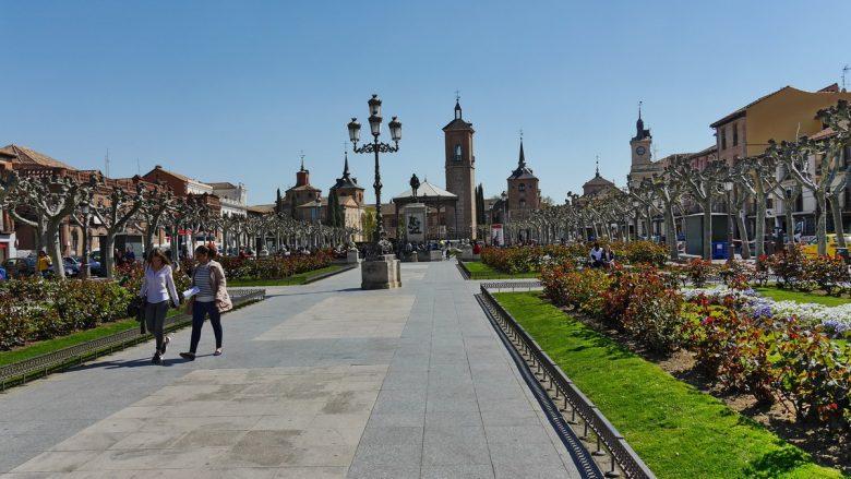 Plaza de Cervantes mit dem Denkmal des Nationaldichters