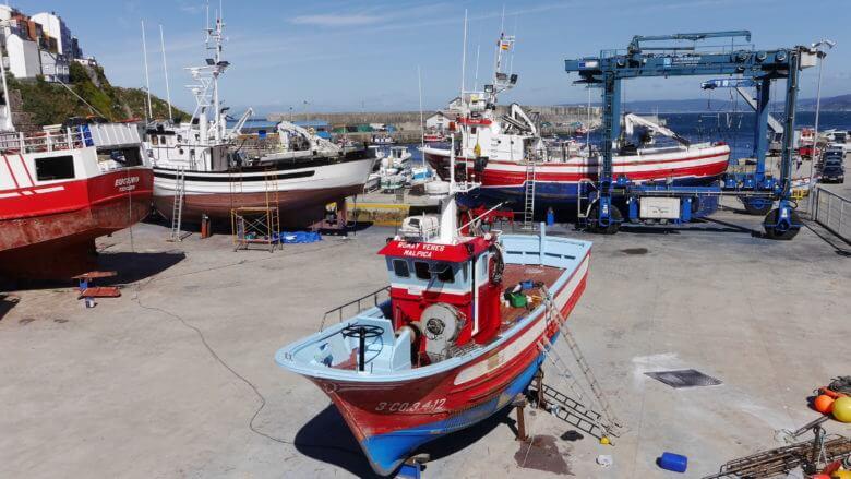 Fischerboote im Hafen von Malpica de Bergantiños