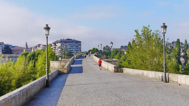 Zugang zur Innenstadt über die Ponte Vella