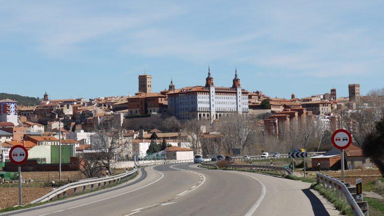 Blick auf die Türme der Stadt Teruel im Süden von Aragón