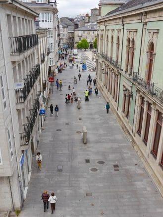 Blick von der Stadtmauer auf die Rúa Bispo Aguirre in Lugo