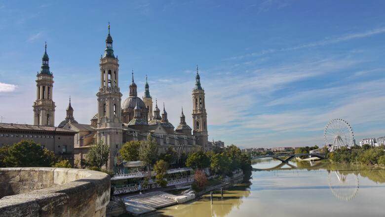 Kathedrale von Zaragoza El Pilar liegt