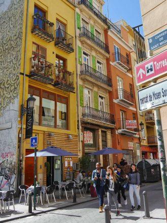Straßenscene in der Altstadt von Valencia