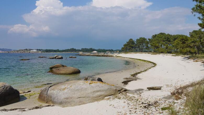 Einsamer Strand auf der Illa de Arousa (Galicien / Nordspanien)