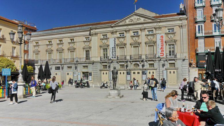 Das Teatro Español an der Plaza de Santa Ana im Dichterviertel in Madrid