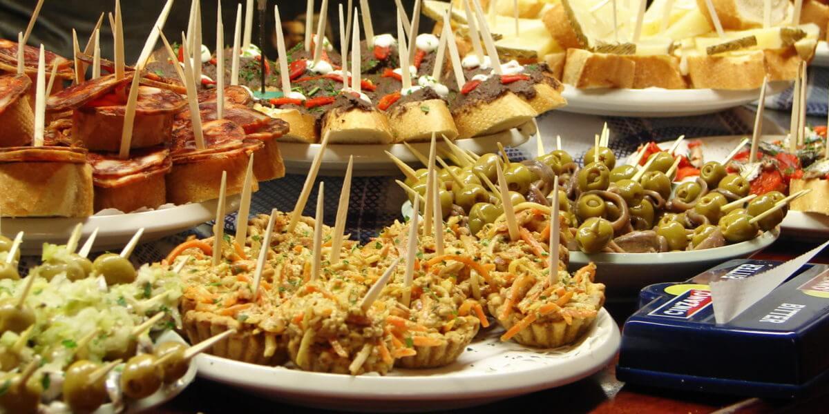Lecker Tapas sind in Spanien eine gastronomische Spezialität