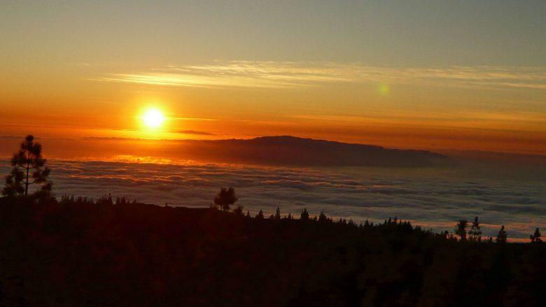 Sonnenuntergang an der Westküste von Teneriffa mit Blick auf die Insel La Gomera