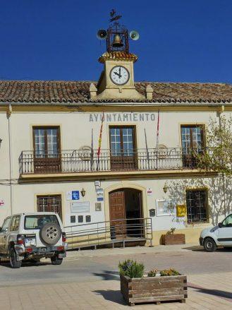 Das Rathaus im Dorf Trijueque (Guadalajara)